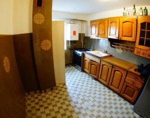 Vanzare apartament 3 camere decomandate, semicentral, 2 bai, balcon, negociabil