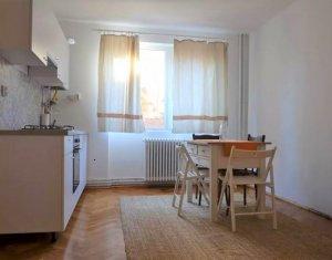 Apartament de vanzare 3 camere, 50 mp, Horea, Central