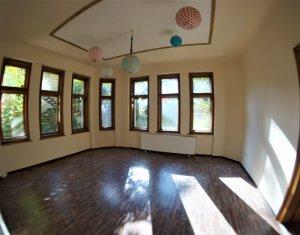 Apartament de 5 camere, confort sporit, 146 mp, zona semicentrala, parcare