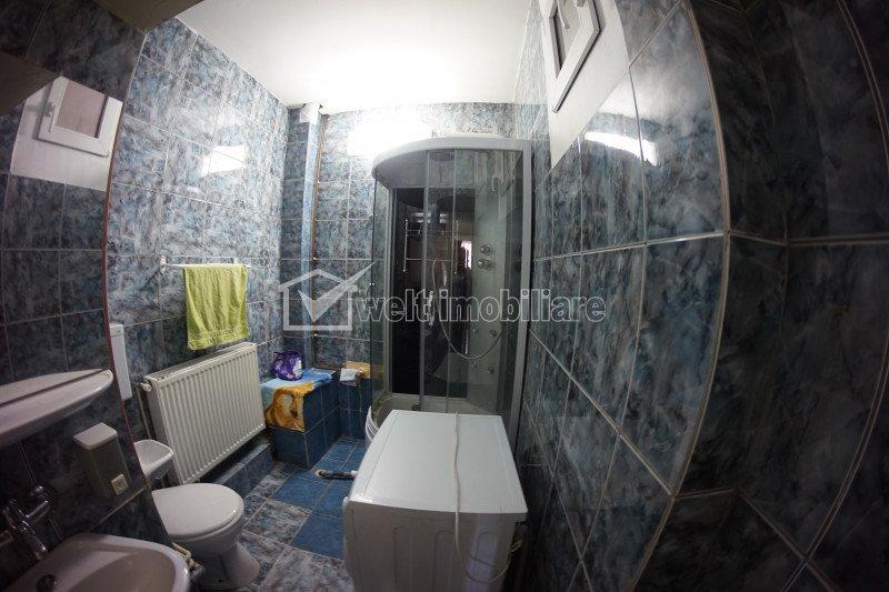 Apartament ultracentral, 3 camere, 93mp, 2 niveluri, terasa 30 mp, garaj, Centru