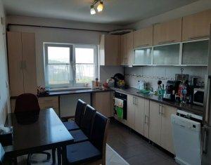 Vanzare apartament decomandat cu 2 camere zona Colina, parcare cu CF