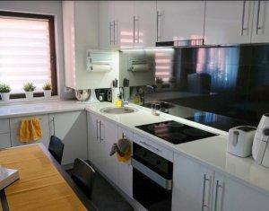 Vanzare apartament 3 camere, cu garaj, situat in Floresti, zona Stejarului