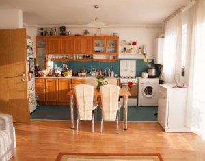 Vanzare apartament de 2 camere, luminos, etaj intermediar, zona Petrom, exp. Est
