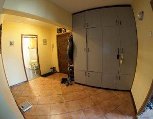 Apartament cu 3 camere decomandate, etaj intermediar, Calea Floresti