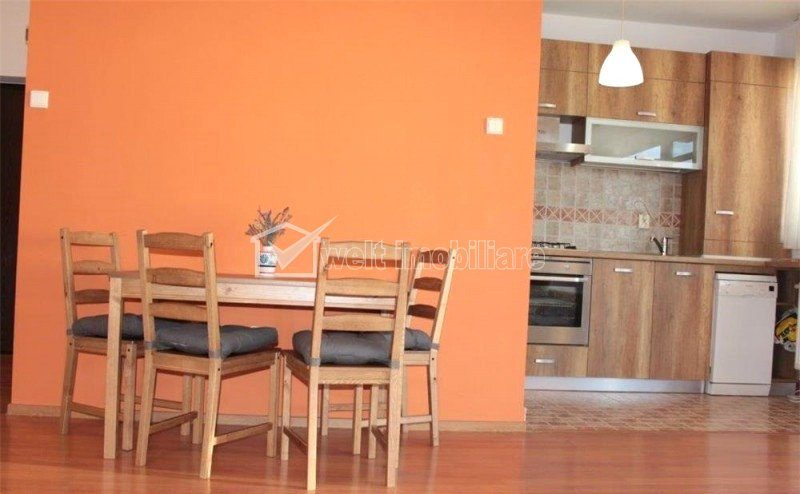 Apartament 2 camere 73mp, etaj intermediar, garaj, cartierul Buna Ziua