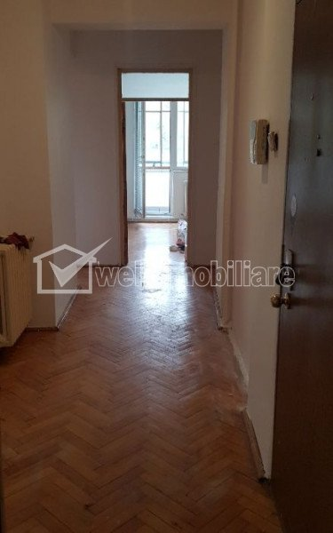 Apartament cu 4 camere, decomandat, 100 mp, 3 balcoane, beci, garaj, in Manastur