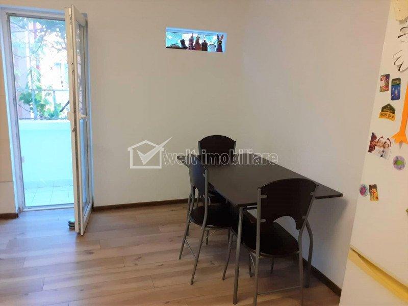 Apartament de inchiriat cu 3 camere, decomandat, 66 mp, Hateg, Grigorescu