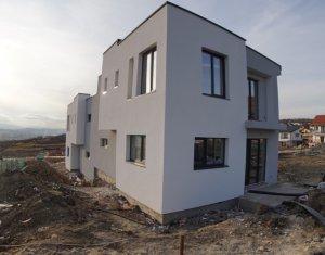 Duplex pe doua niveluri, 3 dormitoare, 2 bai, în zona IRIS -Tineretului