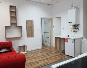 Apartament de inchiriat modern cu 3 camere, Centru