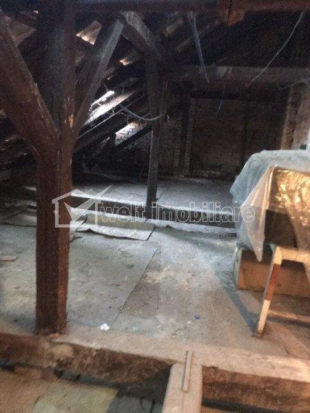 Vanzare casa cu 3 camere si pod mansardabil in Centru