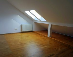 Apartament cu 3 camere la mansarda, modern, utilat,  Floresti, strada Cetatii