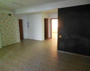 Office for sale in Floresti