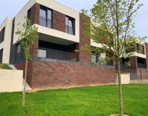 Duplex 250 mp, 6 camere, 3 bai, terasa, garaj, teren 420, in Europa