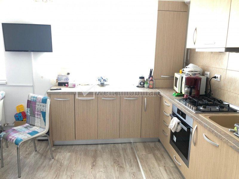 Apartament 3 camere, etaj 1, mobilat, zona Teilor