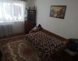 Apartament cu 3 camere, decomandat, 65 mp, balcon, parcare, in Manastur
