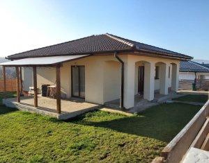 Casa individuala cu teren generos de 461 mp finisata si mobilata, in Dezmir