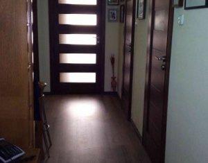 Apartament cu 4 camere, 90 mp, 2 bai, 2 balcoane, etaj 3 din 4, Plopilor