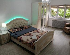 Apartament cu 3 camere decomandate, lux, Centru