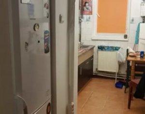 Apartament cu 3 camere, decomandat, zona strada Vanatorului