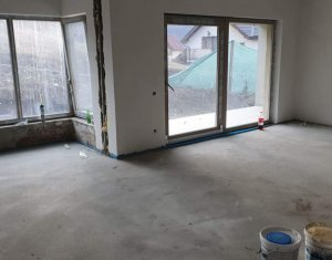 Vanzare casa individuala, cu garaj, situata in zona VIVO