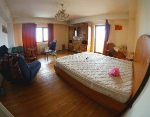 Apartament 4 camere, 96 mp, 3 balcone, zona Titulescu
