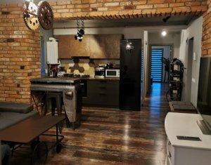 Apartament 3 camere, etaj 1, deosebit, zona Sub Cetate