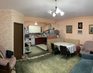 Vanzare apartament 3 camere, cu gradina si garaj in Floresti, zona Sub Cetate