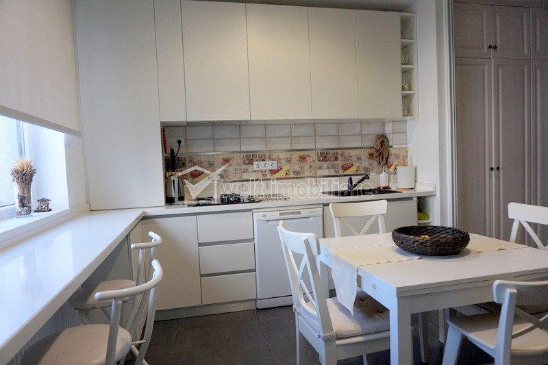 Vanzare apartament 3 camere, situat in Floresti, zona Stadionului