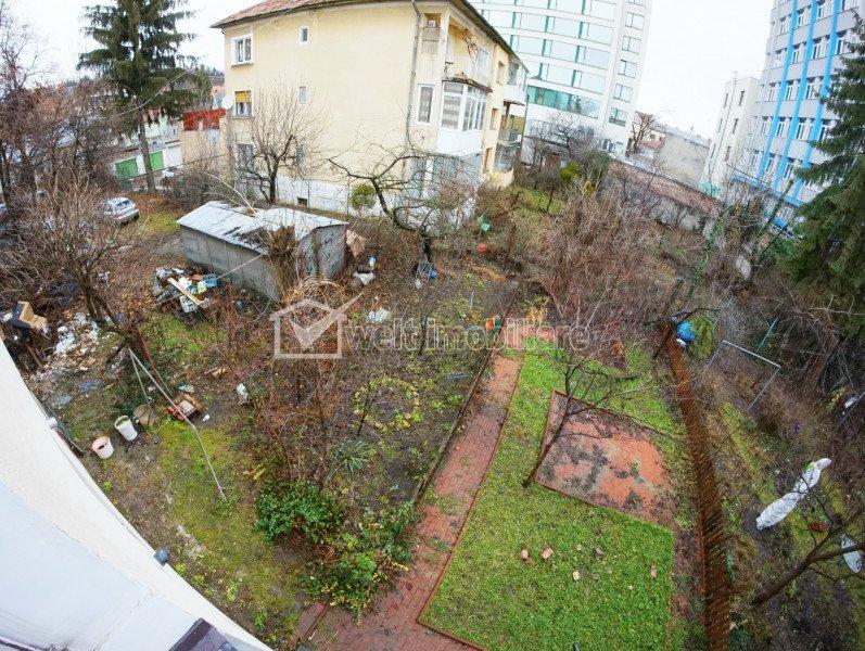 Apartament cu 3 camere 88mp, curte 84 mp, pod 100 mp, pivinita 40 mp, central