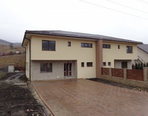Casa cuplata cu teren generos de 450 mp , la 6 km de Lidl Baciu