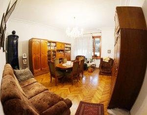 Apartament 3 camere zona centrala, strada Horea