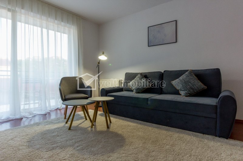 Apartament cu 3 camere decomandat, etaj intermediar, Centru