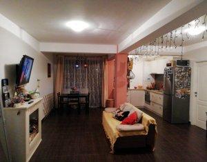 Vanzare apartament cu doua camere, finisat, terasa 16 mp, zona Sub Cetate