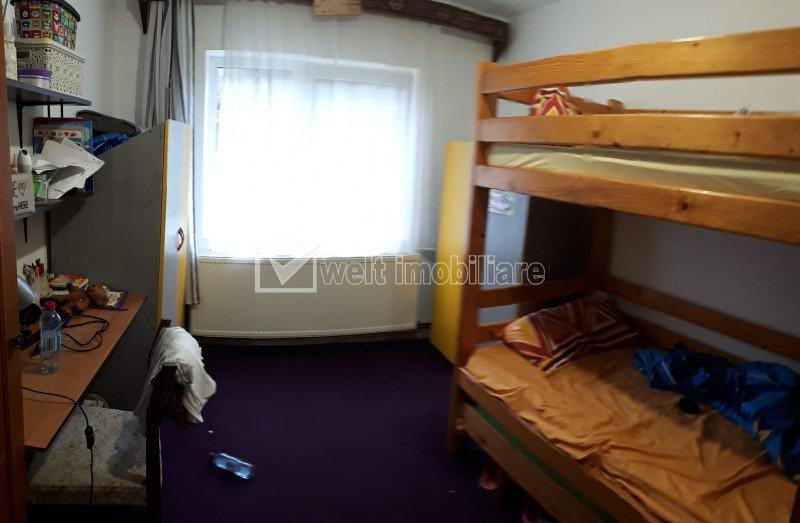 Vanzare apartament cu 4 camere, decomandat, 2 bai, balcon, etaj 1 din 4 Plopilor