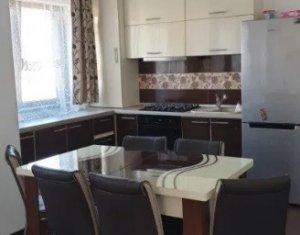 Vanzare apartament 3 camere, situat in Floresti, zona Sub Cetate