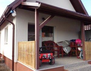 Liniste, ferite de drumul principal, 1450mp curte, 2 case individuale, Apahida