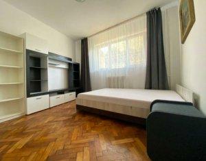 Apartament cu 3 camere decomandat str.Horea langa Facultatea de Litere