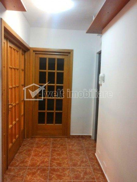 Apartament cu 4 camere, decomandat 80 mp, 2 bai, etaj 2 din 8, garaj, Marasti