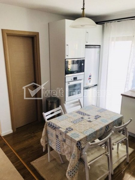 House 4 rooms for sale in Floresti