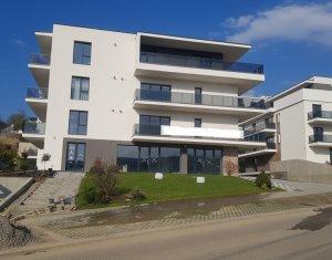 Spatiu comercial 382mp, nou complex rezidential Borhanci la strada