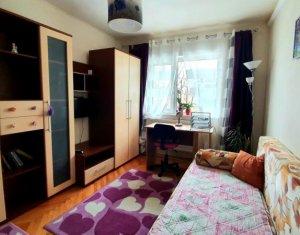 Apartament cu 3 camere, decomandat, Plopilor