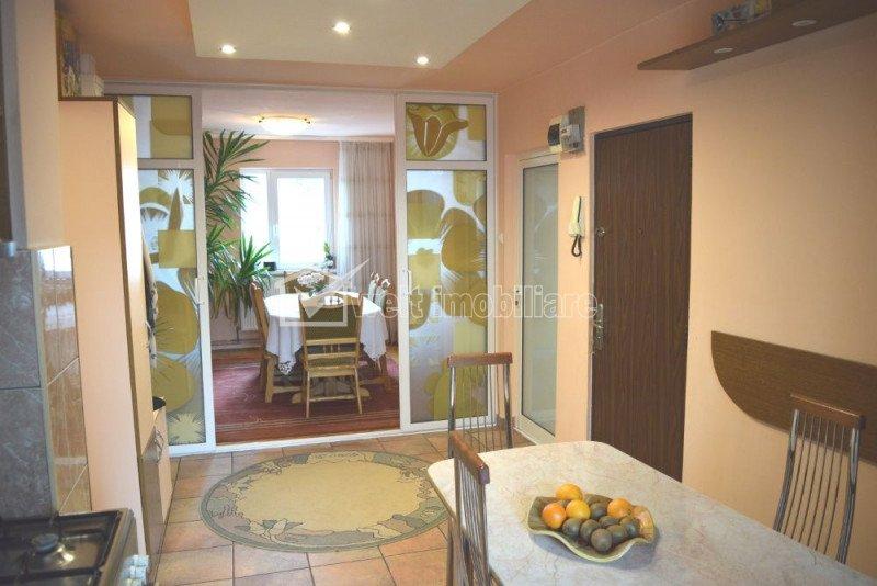 MANASTUR - Vanzare apartament cu 4 camere decom. zona linistita, complet mobilat