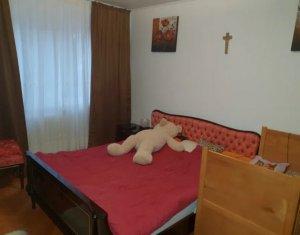 Apartament cu 4 camere, 85 mp, balcon, etaj 2 din 4, Manastur, Mehedinti