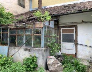 Vanzare casa la curte comuna, Motilor, 84 mp, impartita in 3 apartamente cu cf