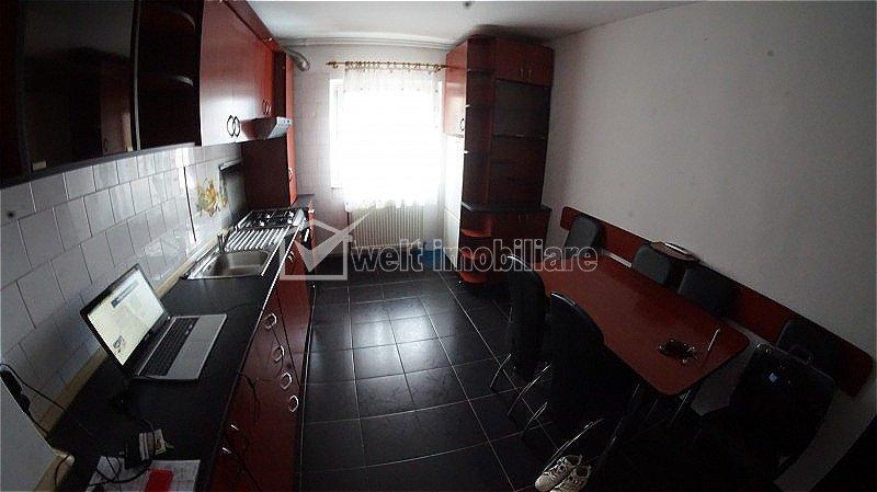 Zona UMF - Apartament de 3 camere decomandat,