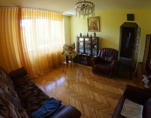 Vanzare apartament 3 camere, Gheorgheni, zona hotel Royal, etaj intermediar