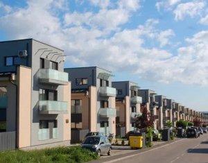 Apartament cu 2 camere, Borhanci, 56 mp, balcon, parcare, strada Erich Bergel