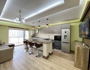 Apartament cu 3 camere, zona centrala, Scala Center, 2 parcari si boxa