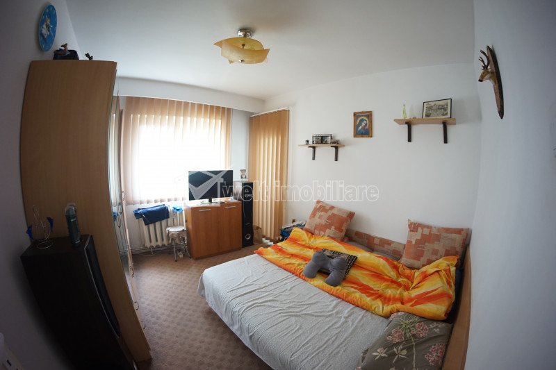 Apartament 4 camere, decomandat, balcon, 2 bai, etaj 1 din 4, E-V, Marasti