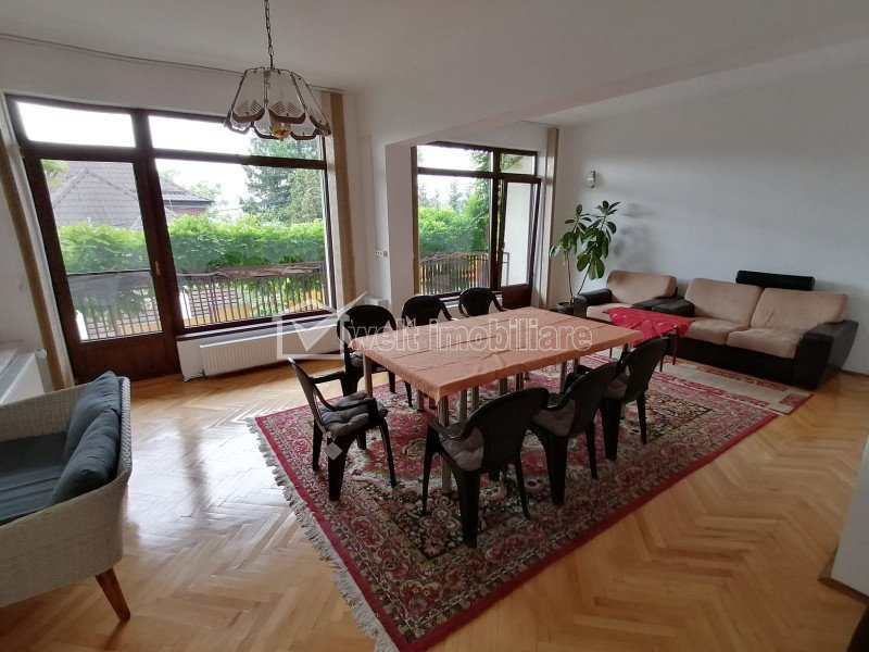 Vila pentru sediu, cazare sau centru batrani 487 mp, 8 parcari, 12 incaperi